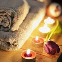 Candles and towels in an ambient therapy room